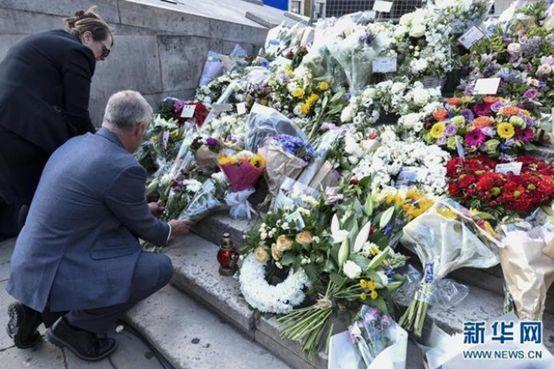 ▲图为英国民众悼念袭击中的死难者