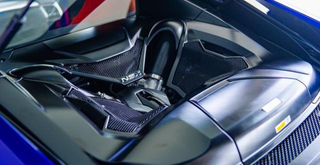讴歌超级跑车NSX,一款优雅的猛兽