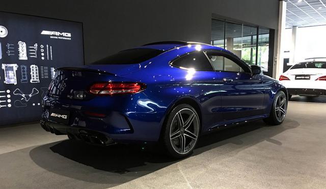 2019款奔驰C63,这个方向盘未来估计会出现在很多奔驰AMG车型上
