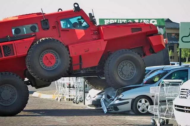 称霸世界最坚固的车——派拉蒙·掠夺者