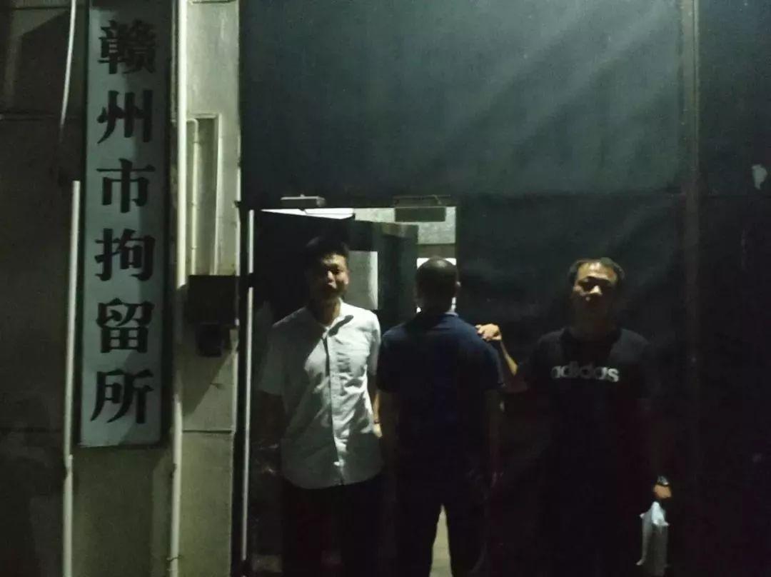 赣州一保健中心涉黄 警方现场带走多人老板投案自首