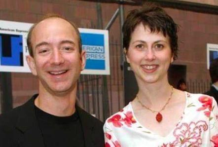 在亚马逊成立25周年这一天,贝索斯和结发妻子麦肯齐正式离婚了