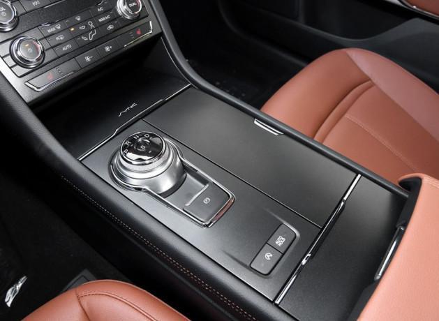 捧不红的福特造,5米比迈腾大气,档次堪比A6L,比停产还难受
