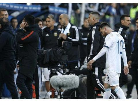 梅西直接染红!阿根廷2-1智利获美洲杯季军,阿圭罗迪巴拉破门