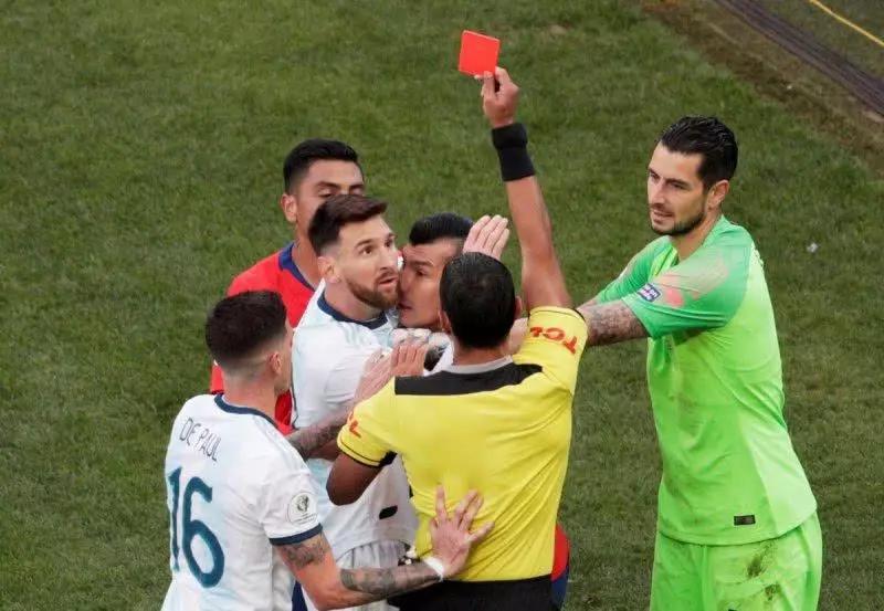 梅西助攻+吃红牌!阿圭罗进球,阿根廷2:1智利获美洲杯季军