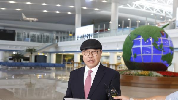 7月7日,在平壤国际机场,崔仁国抵达平壤后发表感言。
