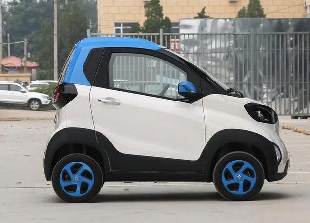 宝骏E100本月购车3.98万起 综合续航里程250km 堪比奔驰Smart