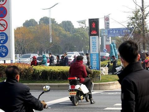 行人闯红灯被撞死,车主需要负责吗?交警给出了明确的答案!