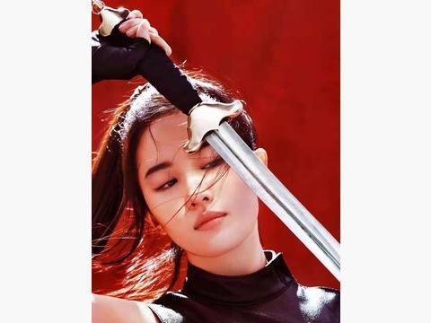 《花木兰》里的刘亦菲发丝凌乱,没有了天仙的样子,却有大将风范