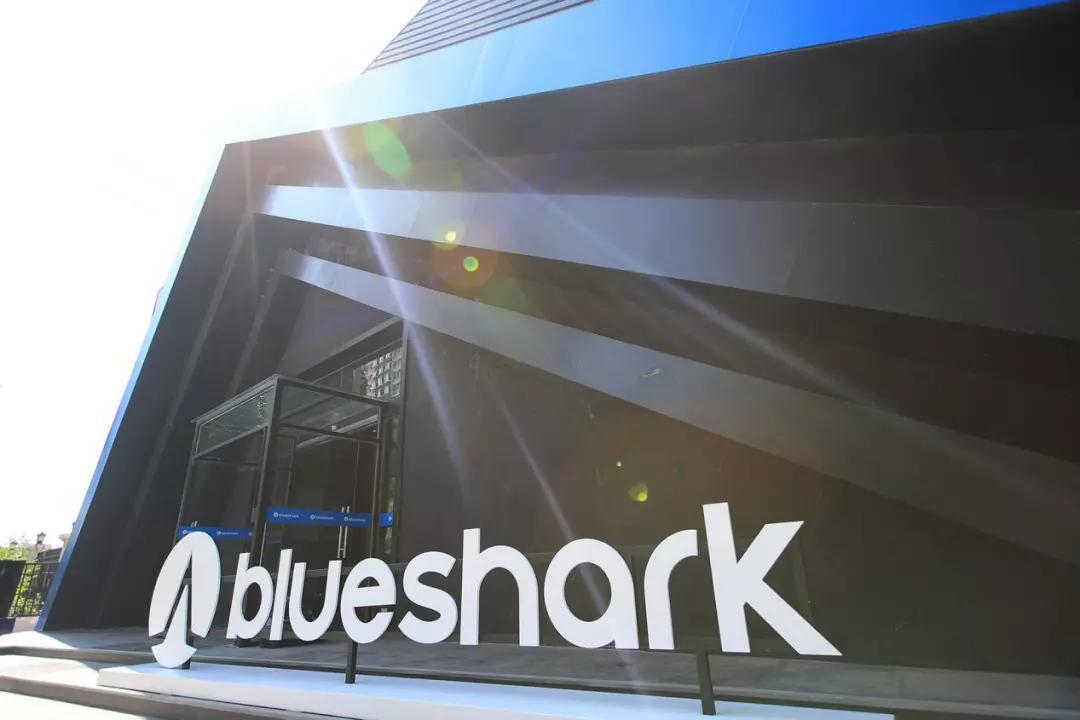 钟观   蓝鲨robor:两个轮子的智能汽车