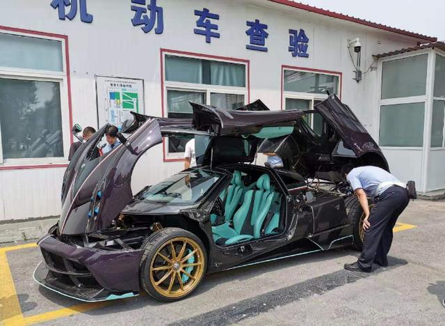 天津上牌的帕加尼风神,工作人员:发动机号和车架号在哪?