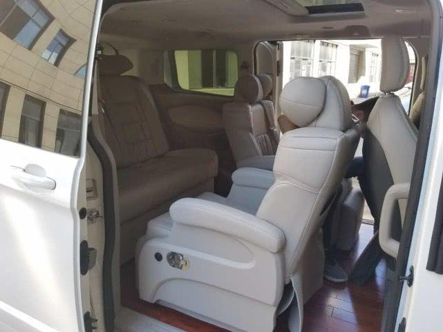 福特途睿欧改装航空座椅,展现不凡商务实力,这才是低调的MPV