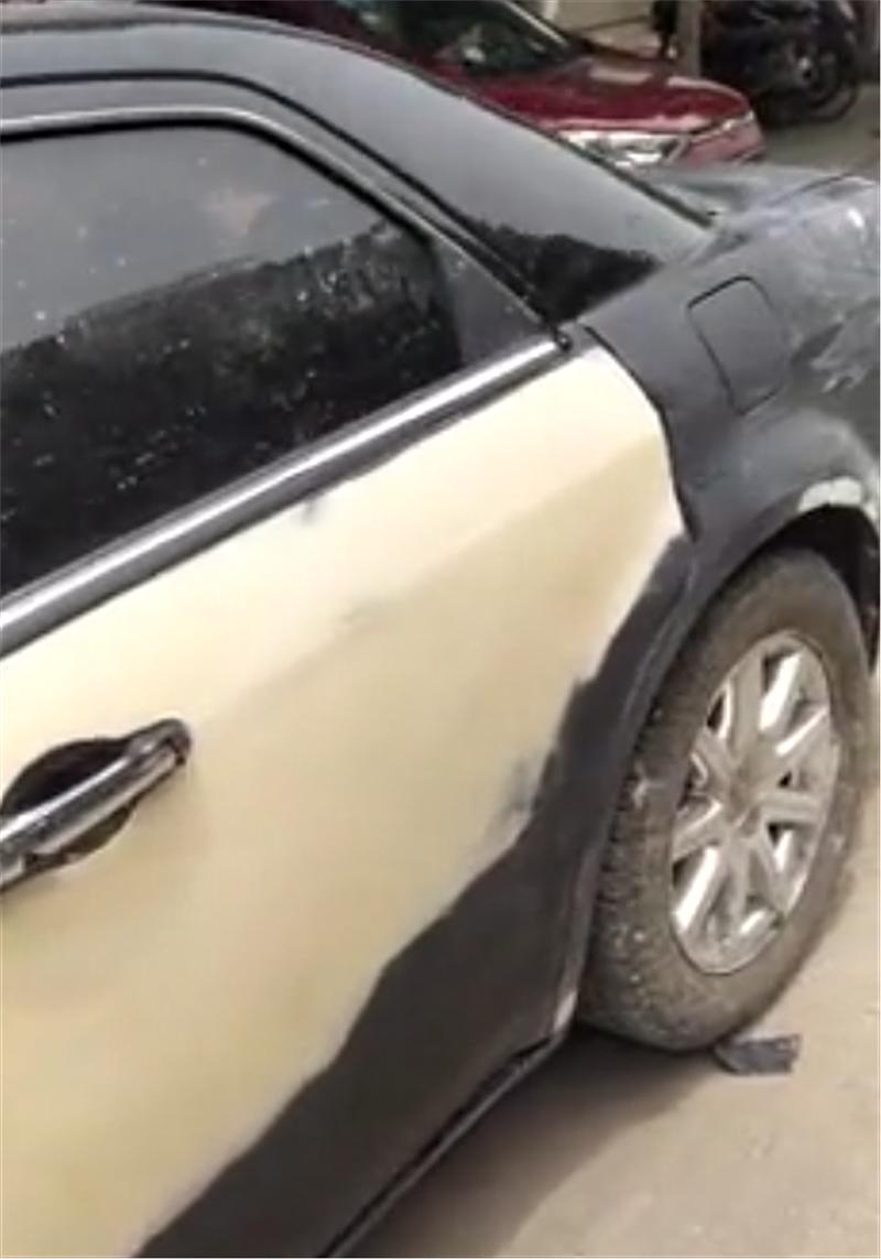 """混得最""""差""""的劳斯莱斯,车价700万被遗弃,全车掉漆似报废车"""