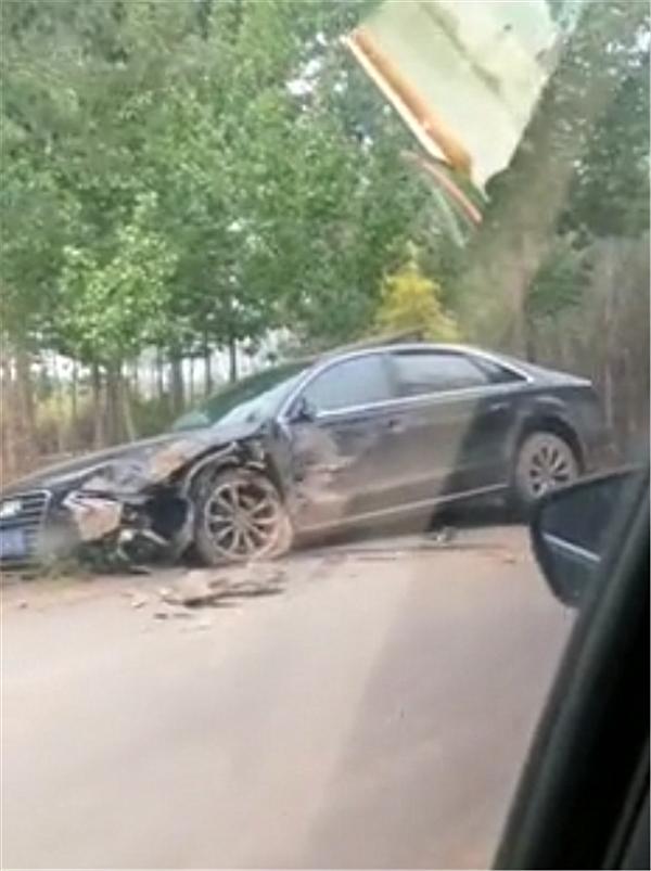 """87万奥迪A8与帕杰罗撞车,看到车损那一刻,只能说""""不愧是A8"""""""