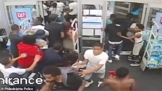 美国国庆节60多名青少年抢劫商店就像暴动 抢的最多的是果汁零食