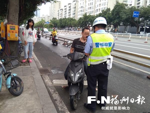 台江交警严查非机动车交通违法行为