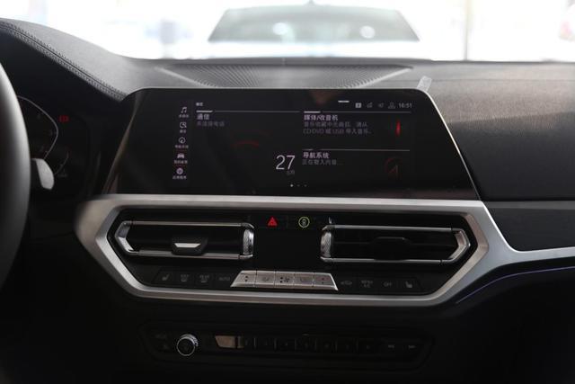 奔驰C级、宝马3、奥迪A4L内饰横评 谁最具豪华感科技感?