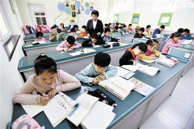 民办中小学招生电脑随机录取,且不得跨区招生。校长:小五班、小六班将失去吸引力