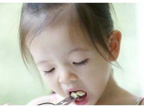 孩子的餐桌礼仪,父母应该怎么培养,让孩子很绅士