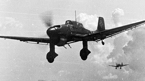 容克87斯图卡俯冲轰炸机搭配纳粹最强飞行员,战力堪比一个师