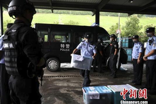 """成都铁路警方开展""""销毒""""行动 93.7公斤毒品被集中销毁"""