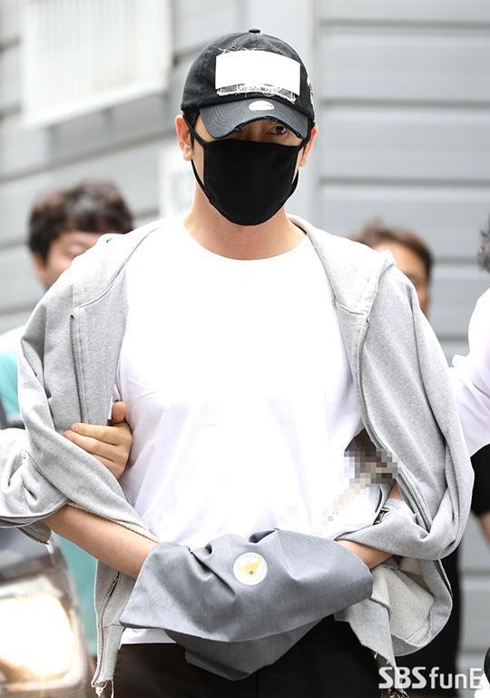 姜至奂离开警署接受二次审查 法院今晚将公布是否签发拘捕令