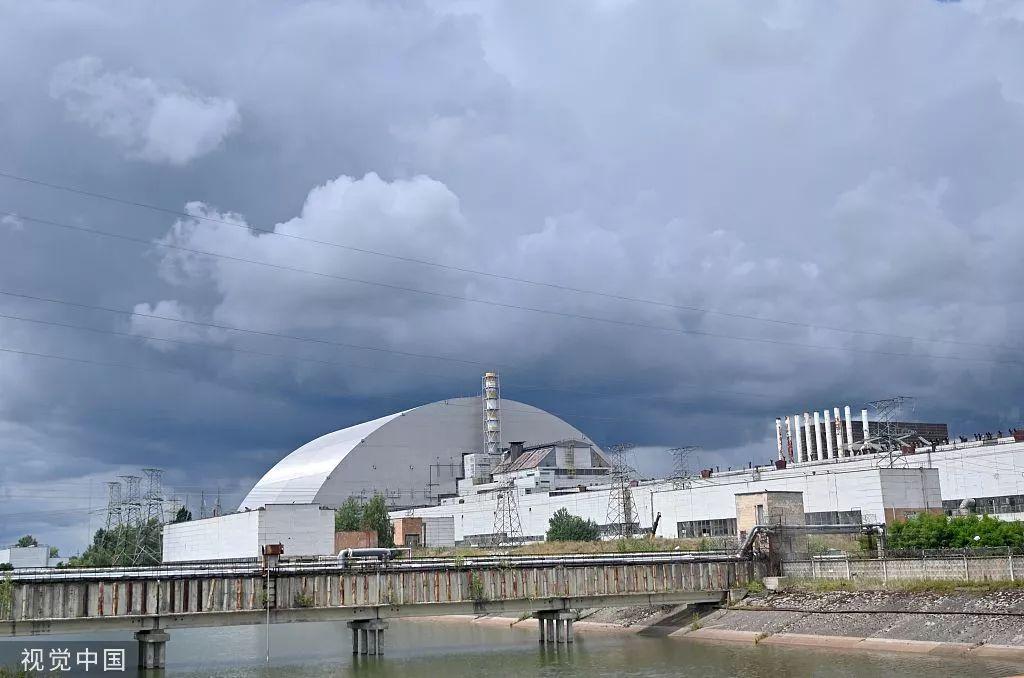 7月10日,被金属圆顶包裹的切尔诺贝利核反应堆。/视觉中国