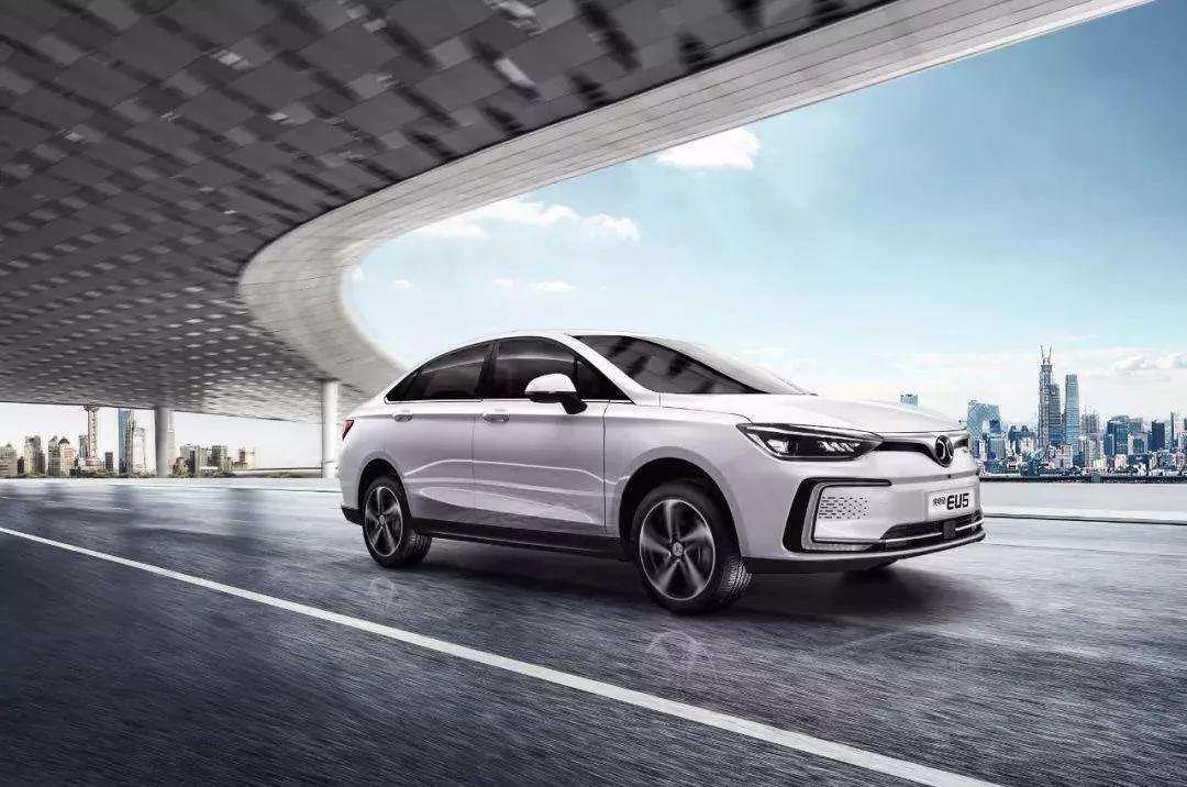 北汽EU系列夺得新能源汽车上半年销量冠军,同比增长1506.9%