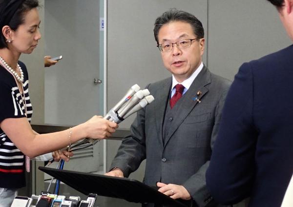 日本經濟產業大臣世耕宏成。 視覺中國 資料圖