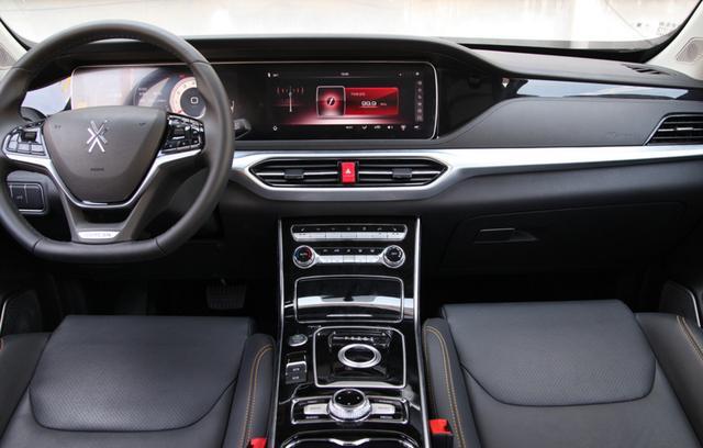 不足8万,这车带20英寸大屏,定速巡航LED大灯,连变速器都是8AT
