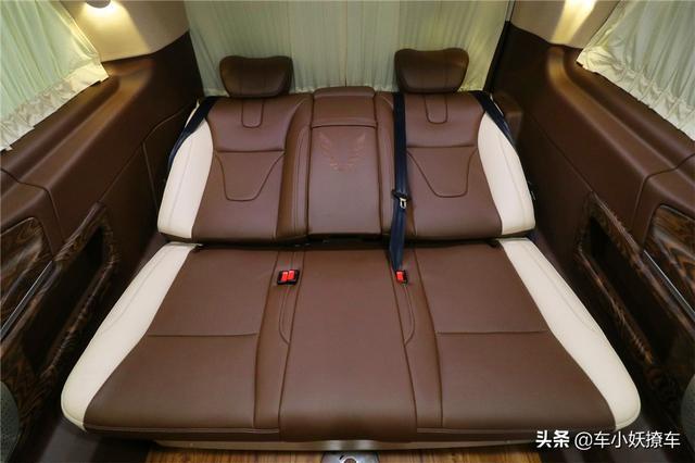落地才埃尔法一半,2米车高 带电视有大床,这才是房车该有的样子