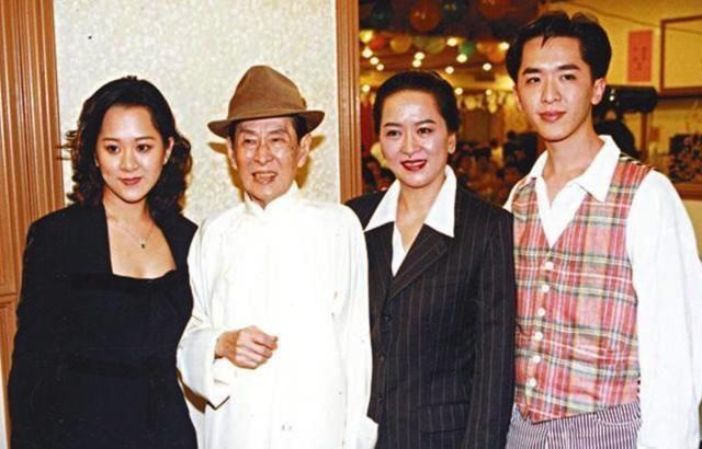 洪金梅出殡后四子女罕有公开合照,邓兆尊避谈出售故居直言不爱钱