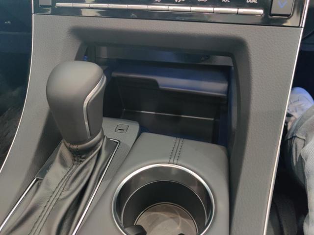 到店实拍丰田爆款亚洲龙,看它如何做到一车难求