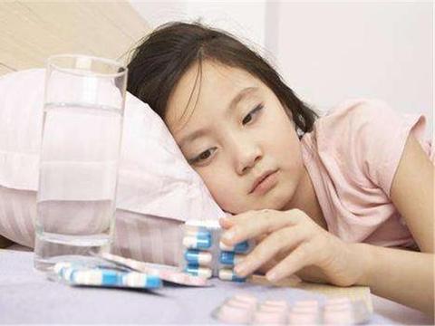 """孩子高烧不退淋巴肿块,家长不可大意,很可能是""""白血病""""征兆"""