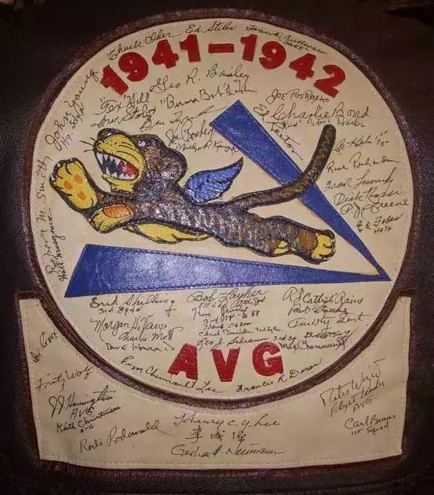 """(图为由迪士尼开创人沃尔特·迪士尼亲身操刀设计的""""飞虎队""""队徽)"""