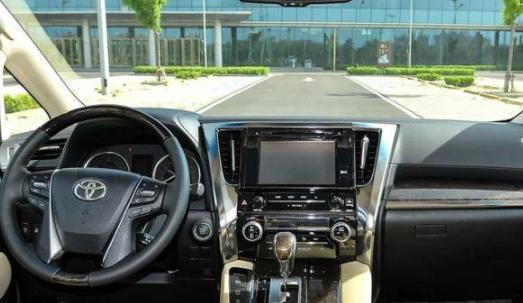 丰田埃尔法怎么样?大姐称:车很漂亮但价格太贵。