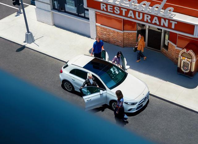 起步就是大连屏 25.78万起售 全新奔驰A级两厢上市