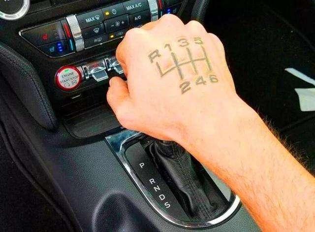 别抬杠了!手动挡这4个优势,自动挡车真比不了!