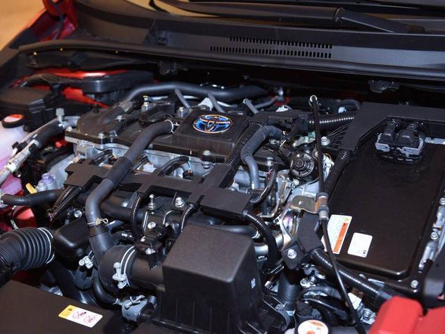 轴距2米7标配8气囊,拥有同级顶尖安全配置,一箱油跑千多公里
