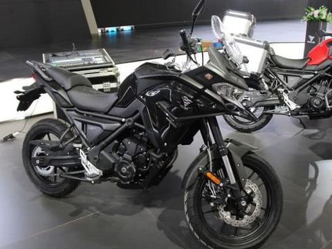生产线上的隆鑫650DS量产版曝光,标配ABS、倍耐力轮胎