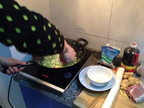 """厨房这个""""不生锈""""的锅,会产生化学物质,回家赶紧把它丢掉!"""