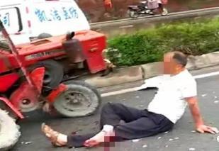 巴中一小型车和一拖拉机出事故:男子撂翻在地被急救