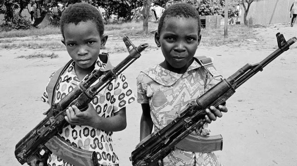 40年前的津巴布韦小游击队员 现在只怕死得差不多了