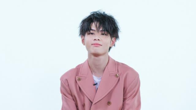 小Me的好朋友@晨艺 回来咯!在他出席M·A·C品牌活动的间隙