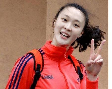 192cm惠若琪和168cm张天爱,同穿低胸装,身高和比例哪个重要?