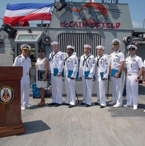 撞船事件中有功 美国海军麦凯恩号50名水手获表彰