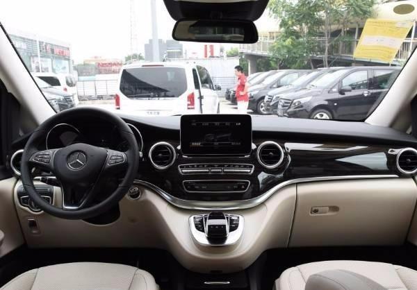 介绍款高端商务MPV车型,进口版奔驰V260,一起来看看吧!
