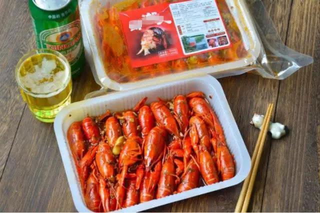 卢本伟女友在线炫耀,一万多的小龙虾长啥样?网友:有钱任性