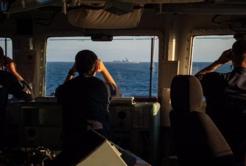 英大批军舰紧急出海,尾随一艘052C神盾舰,俄:这是航行自由