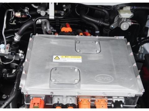 比亚迪电车又一力作!采用全新研发的三元锂电池,续航可达305km